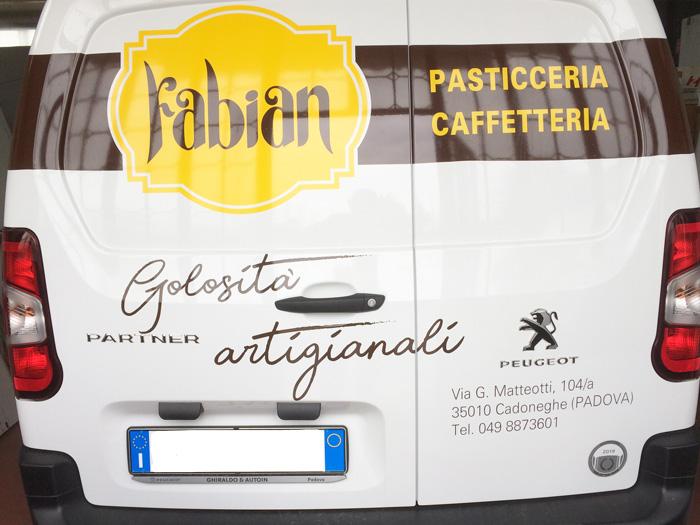 decorazione furgone con logo